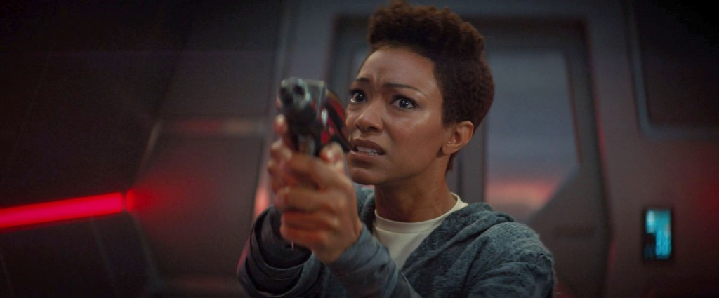 STDP 031 - Star Trek Discovery S2E6 (29.47) - Michael pointing a gun at Saru, as he tries to beam himself off the ship and surrender to the Ba'ul.