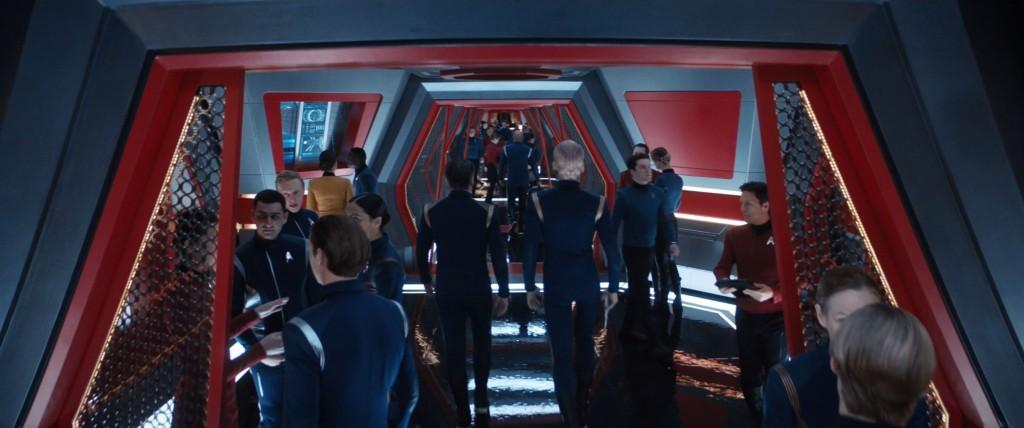 STDP 038 - Star Trek Discovery S2E13 (07:10) - Enterprise's crammed corridors.